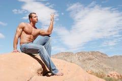 有吸引力的蓝色牛仔裤供以人员肌肉 库存照片
