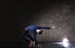 有吸引力的跳舞人年轻人 免版税库存图片
