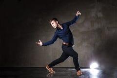 有吸引力的跳舞人年轻人 库存照片