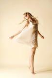 有吸引力的跳舞妇女年轻人 免版税库存照片