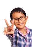 有和平姿态的小女孩 库存图片