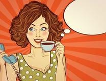 有咖啡杯的性感的流行艺术妇女 皇族释放例证