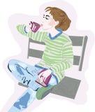 有咖啡的女孩在长凳的 库存图片
