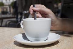 有咖啡的手妇女 库存图片