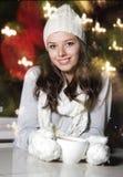有咖啡的新可爱的妇女 免版税库存图片