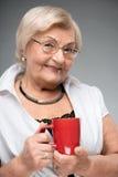 有咖啡的年长妇女 图库摄影