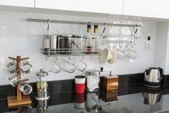 有咖啡角落的厨柜在现代家 免版税图库摄影