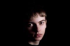 有哀伤的眼睛的年轻人 免版税图库摄影