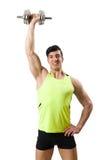 有哑铃的肌肉被剥去的爱好健美者 免版税图库摄影