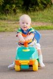 有唐氏综合症的逗人喜爱的微笑的男婴 免版税库存照片