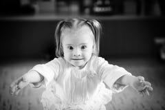 有唐氏综合症的小女孩 免版税库存图片