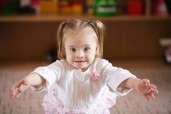 有唐氏综合症的小女孩 库存照片