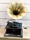 有唱片的葡萄酒古色古香的留声机 免版税图库摄影