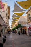 有商店的被遮蔽的Ledras走的街道在尼科西亚市中心 免版税库存照片