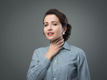 有喉咙痛的妇女 免版税库存照片