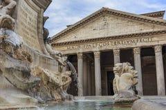 有喷泉的万神殿 免版税库存照片