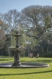 有喷泉的庭院在别墅奥坎波在圣Isidro布宜诺斯艾利斯 免版税库存照片