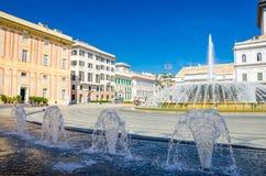 有喷泉的Piazza拉法埃莱De法拉利广场 免版税库存照片