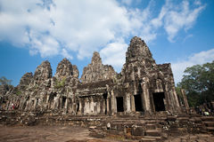 有四方的面孔石头的Bayon寺庙雕刻吴哥城柬埔寨2013年12月28日 免版税图库摄影