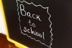 有回到学校文字的黑板 免版税库存图片
