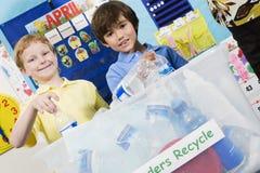 有回收的容器基本的学生 免版税图库摄影