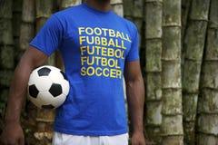 有国际橄榄球衬衣的巴西足球运动员 免版税库存图片