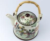 有图画的老陶瓷东亚茶壶 免版税库存图片