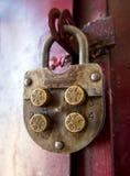 有圆的代码元素的机械号码锁 图库摄影