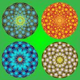 有圆的装饰品的美丽的气球在绿色背景 免版税库存图片