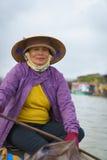 有圆锥形帽子的船员在越南 免版税图库摄影