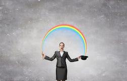 有圆顶硬礼帽的妇女魔术师 图库摄影