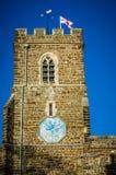 有圣乔治标志的英国教会 免版税图库摄影