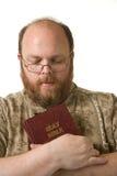 有圣经的人 免版税库存照片