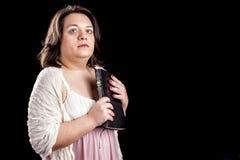 有圣经的西班牙妇女 免版税图库摄影