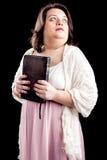 有圣经的西班牙妇女 库存照片