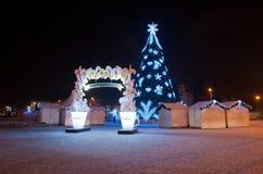 有圣诞树的圣诞节村庄在大教堂正方形 免版税图库摄影