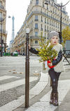 有圣诞树的现代滑稽的孩子在巴黎,法国 免版税库存图片