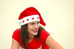 有圣诞老人帽子的十几岁的女孩 免版税库存照片