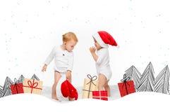 有圣诞老人帽子的小孩 免版税库存图片