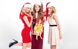 有圣诞老人的帽子的肉欲的女孩 免版税库存图片