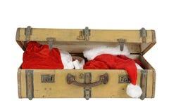 有圣诞老人衣裳的老葡萄酒手提箱, 库存照片