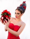 有圣诞节发型和圣诞节的美丽的时尚女孩 库存照片
