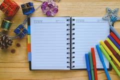 有圣诞节和新年装饰品的空白的笔记本 库存照片