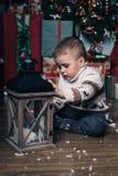 有圣诞节灯笼的男孩 库存照片