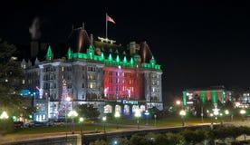 有圣诞节照明的女皇旅馆在晚上 库存图片