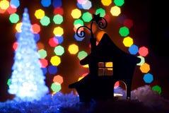 有圣诞节照明的浪漫房子 免版税库存图片