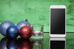 有圣诞节玩具和蜡烛的拨号电话 图库摄影