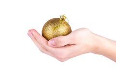 有圣诞节球的手 图库摄影