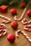 有圣诞节球的棒棒糖 库存图片