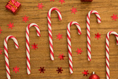 有圣诞节球的棒棒糖 免版税图库摄影